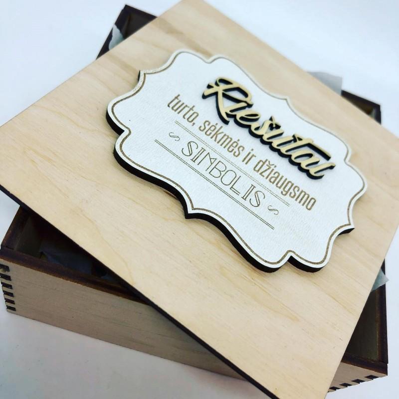 Dėžutė su riešutais